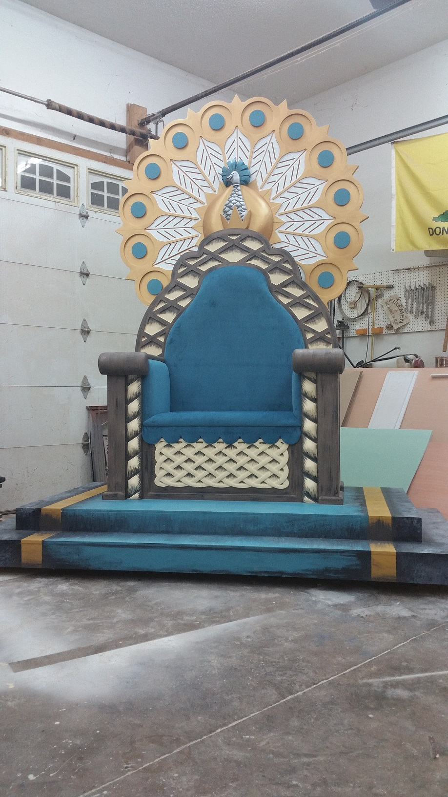 finished throne2.jpg
